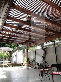The wooden pergola is a good solution to add beauty to your garden. If you are not ready to spend thousands of dollars for building a cozy pergola then you may devise new strategies of trying out something different so that you can re Small Pergola, Cheap Pergola, Wooden Pergola, Backyard Pergola, Pergola Plans, Pergola Kits, Pergola Ideas, Small Patio, Casa Patio