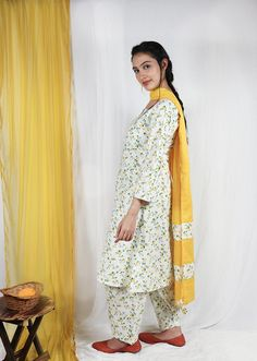 Designer Punjabi Suits Patiala, Punjabi Suits Designer Boutique, Designer Suits Online, Indian Designer Suits, Simple Kurta Designs, Stylish Dress Designs, Designs For Dresses, Bridal Anarkali Suits, Anarkali Dress