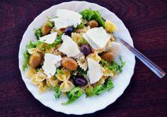 Camping Food Make Ahead, Camping Meals, Greek Salad Pasta, Western Diet, Mediterranean Diet Recipes, Quick Meals, Healthy Habits, Health And Wellness, Vegetarian Recipes