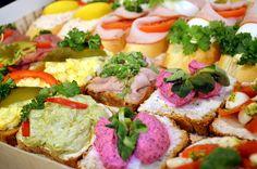 chlebíčky v cukrárně Moje Cukrářství Cobb Salad, Food, Essen, Meals, Yemek, Eten