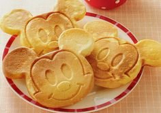 mickey mouse pancakes.....Makena would love this and so would I