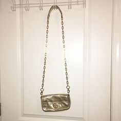 Tory Burch Cross Body Good condition, a few scratches on the emblem but not noticeable! Great bag for going out or for functions Tory Burch Bags Crossbody Bags