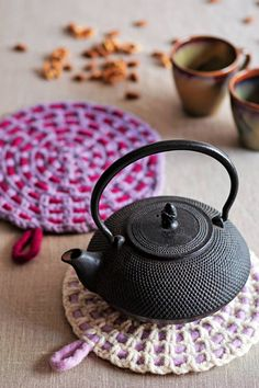 Fantti-alunen Bordado Popular, Knitting Patterns, Crochet Patterns, Diy Accessories, Crochet Fashion, Handicraft, Pot Holders, Needlework, Knit Crochet