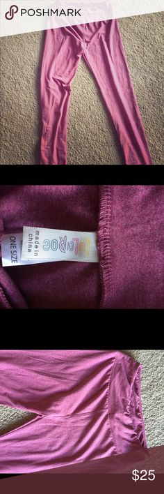 LulaRoe pink leggings! One size Very soft and stretchy lularoe pink leggings! Gently worn! One size LuLaRoe Pants Leggings