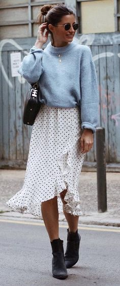 fashionable outfit / cashmere sweater + bag + printed skirt + boots