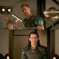 Just Tom Hiddleston Marvel Jokes, Avengers Memes, Loki Thor, Marvel Funny, Marvel Heroes, Marvel Avengers, Marvel Comics, Chris Hemsworth, Tom Hiddleston