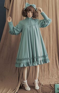 Wonderfully flowing Lolita dress. Super feminine!