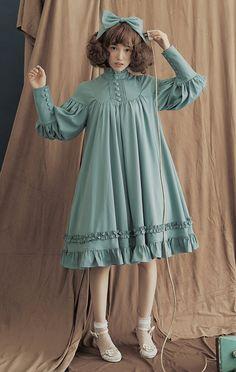 Wonderfully flowing Lolita dress. Super feminine! Harajuku Fashion, Kawaii Fashion, Lolita Fashion, Cute Fashion, Kids Fashion, Vintage Fashion, Womens Fashion, Fashion Design, Kawaii Dress