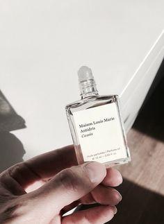 dolce and gabbana perfume Perfume Packaging, Bottle Packaging, Beauty Packaging, Print Packaging, Design Packaging, Parfum Musc, Perfume Diesel, Best Skincare Products, Fragrance Parfum