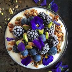 Low Calorie Dinners, Easy Healthy Dinners, Healthy Dinner Recipes, Quick Meals, Gluten Free Granola, Coconut Yogurt, Edible Flowers, Smoothie Bowl, Smoothies