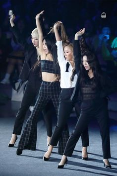 Solar, Moonbyul, Wheein e Hwasa / Mamamoo Kpop Girl Groups, Korean Girl Groups, Kpop Girls, Stage Outfits, Kpop Outfits, K Pop, Queens, Kpop Fashion, South Korean Girls
