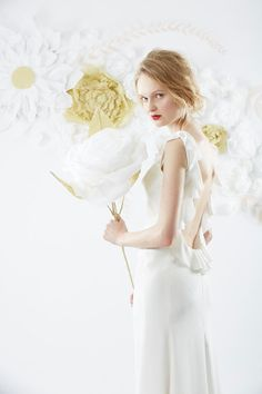 Custom made white silk backless dress with frill por OlwenBourke, £1500.00