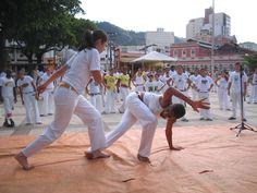 Rua Pastor Luther King sedia encontro feminino de capoeira, realizado pela Associação Cultural Aliança Brasil Capoeira