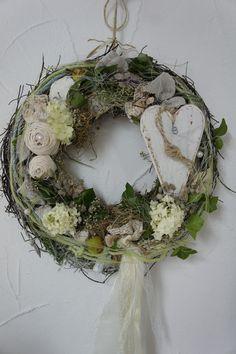 Sommerlicher Türkranz mit Wiesenblumen / floral home decor: flower wreath made by Hoimeliges via DaWanda.com
