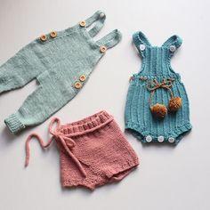 Hmm... Bukse, drakt eller shorts. Bittelillesøster lider visst ingen nød når det gjelder strikkegarderoben. #paelas #barnestrikkfrapaelas #paelasbaby #arvedrakt #snekkerstrikkebukse