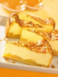 Quince cheesecake - Küchenkram and all kitchen stuff - Pastry French Puff Pastry Recipe, Chocolate Puff Pastry Recipe, Strawberry Pastry Recipe, Fresh Strawberry Recipes, Puff Pastry Recipes Savory, Sweet Pastries, Chocolate Chip Recipes, Baking And Pastry, Pie Cake