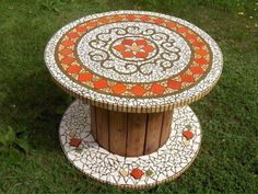 mosaic pots with pebblesBobine in legno – Cable reelWe could engrave things onto the bath bomb with a toothpick or other sharp object before it dries to make it original and unique.mosaic rose on round table ile ilgili görsel sonucusee more ideas Mosaic Pots, Mosaic Glass, Mosaic Tiles, Mosaics, Wooden Spool Tables, Wood Spool, Mosaic Crafts, Mosaic Projects, Mosaic Designs