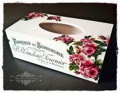 Stary Kredens - Blog - Decoupage: Drewniany chustecznik - biel , transfery i róże - Decoupage.