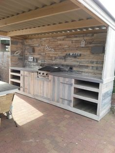 Cool Pallet Outdoor Kitchen  #kitchen #outdoor #recyclingwoodpallets 4 meters outdoor kitchen entirely made of recycled scrap pallets.   ...