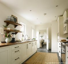 The kitchen in Ciara Nelson's three storey semi-detached villa in Belfast. Kitchen Units, Kitchen Dining, Kitchen Cabinets, Kitchen Ideas, Modern Country Kitchens, English Kitchens, Interior Styling, Interior Design, Interior Photography