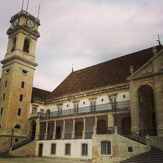 A cabra, a torre da Universidade de Coimbra Photo by viajartudodebom #Portugal