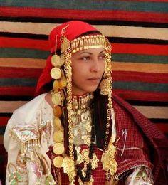 Africa | Berber jewellery. Tunisia.  Photgrapher ? © tunrama.com Ethnic Outfits, Ethnic Dress, Folk Costume, Costumes, Oriental Fashion, Tribal Fashion, North Africa, World Cultures, African Women