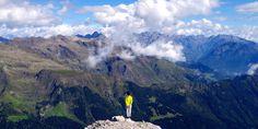 Con i suoi 2512 metri, è una delle montagne simbolo bergamasche. Re indiscusso della Val Serina e posto a spartiacque della vicina Val Brembana, spicca sulle vette circostanti. A suon di meraviglie.