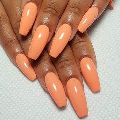 The popular trend of peach acrylic nail art designs are rising, becoming one of the most fashionable artificial nails. Peach acrylic nails come in handy when you're tired of all the bare and bold hues that are popular today. Peach Acrylic Nails, Peach Nails, Almond Acrylic Nails, Summer Acrylic Nails, Red Nails, Fall Nails, Acrylic Nail Designs, Nail Art Designs, Nails Design