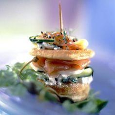 Blinis saumon fumés, concombre, ciboulette