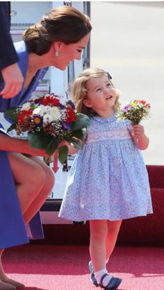PRINCE George and Princess Charlotte have arrived in Berlin with their parents the Duke and Duchess of Cambridge as part of the family's European tour. Princesa Charlotte, Princesa Diana, Estilo Kate Middleton, Kate Middleton Style, Royal Princess, Prince And Princess, Duke And Duchess, Duchess Of Cambridge, Duchesse Kate