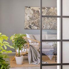 Havu-sohva • @minnahaapakoski • www.finsoffat.fi/tuote/havu-3-istuttava-sohva/ Divider, Inspirational, Room, Furniture, Instagram, Home Decor, Gate Valve, Bedroom, Decoration Home