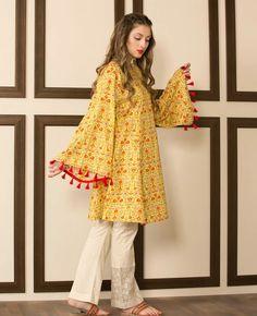 20 Classy Outfits for Pakistani Girls with Short Height Stylish Dresses For Girls, Stylish Dress Designs, Simple Dresses, Casual Dresses, Girls Dresses, Winter Dresses, Pakistani Fashion Party Wear, Pakistani Outfits, Pakistani Casual Wear