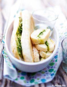 En quête d'idées pour un apéritif gourmand ? Succombez au charme vendéen du préfou, spécialité savoureuse de la région au pain garni de beurre et d'ail... un régal pour celles et ceux qui ...