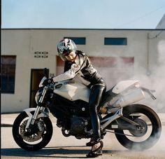 ▄ █ ▄  http://remorques-discount.com/fr/  ▄ █ ▄   #motarde  #moto   #girl…