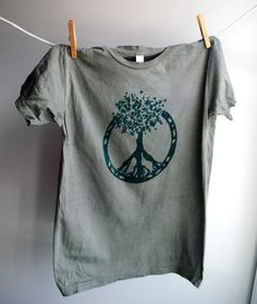 advertising idea tree of life/peace Hippie Peace, Hippie Life, Hippie Bohemian, Tree Of Life Quotes, Rasta Party, Peace Sign Tattoos, New Outfits, Fashion Outfits, Style Wish