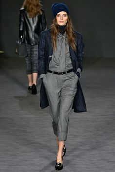See all the Collection photos from Daks Autumn/Winter 2017 Ready-To-Wear now on British Vogue Casual Chic Outfits, Relaxed Outfit, Comfortable Outfits, Chloe Fashion, Look Fashion, Fashion Outfits, Womens Fashion, Unisex Looks, Winter Stil
