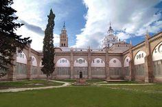 La Catedral de Santa María de la Huerta se encuentra en Tarazona, capital de la comarca de Tarazona y el Moncayo, está ubicada al pie del macizo moncaíno, a 89 km de Zaragoza. Cuenta con un importante patrimonio huella de la importancia que tuvo la ciudad desde época romana y durante el discurrir de los siglos.