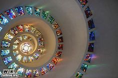 Spiral stained glass windows - interesting light effect Stained Glass Art, Stained Glass Windows, Mosaic Glass, Leaded Glass, Mosaic Art, Thanksgiving Square, Colored Glass, Architecture Details, Rainbow Colors