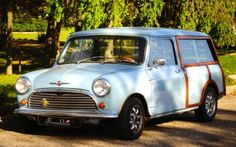 Frenchline at work with lady blue the Morris Mini traveller ! My woody Mini Morris travelers
