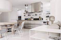 Fotka uživatele Studio Deconcept. Big Houses, Modern Kitchen Design, Office Decor, Minimalism, Rustic, Interior Design, Table, Furniture, Home Decor
