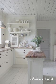Fröken Knopp : <3 this little kitchen:)