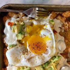 Sheet Pan Brunch Totchos Brunch Dishes, Brunch Recipes, Breakfast Recipes, Breakfast Ideas, Brunch Ideas, Dinner Ideas, Breakfast For A Crowd, Breakfast Bowls, Breakfast Time