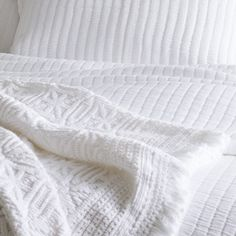 This cotton knit throw, featuring a modern medallion pattern, is made all the more elegant with subtle, soft fringed ends.