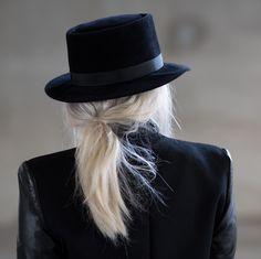 hat+hair=high contrast