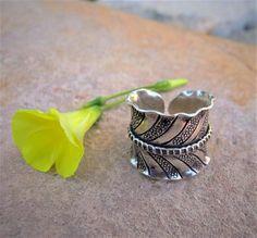 Silver ring. Ethnic Jewellery. Hill Tribe Silver Jewellery. Anillo de plata 925. Joyería de plata. Anillo étnico. Joyería étnica de plata.