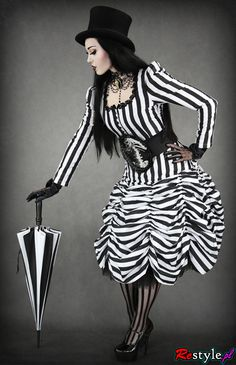 Black and white victorian outfit Gothic 3, Gothic Mode, Gothic Lolita, Gothic Beauty, Mode Steampunk, Steampunk Fashion, Gothic Fashion, Steampunk Circus, Steampunk Couture