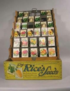 Use an old seed display to put your wedding favors on. Use vintage looking seed packs to give out as wedding favors to guests at your garden party Flower Catalogs, Garden Catalogs, Seed Catalogs, Seed Art, Vintage Seed Packets, Garden Basket, Seed Packaging, Vintage Gardening, Vintage Display
