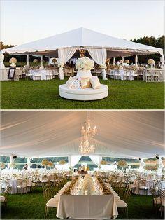 ¡Bienvenido al brillo! Estamos totalmente enloquecidas con esta boda en blanco y dorado. Desde los brillantes vestidos de dama de Badgley Mischka en dorado hasta el espacio para la recepción cubierto por la carpa para fiestas muy glam.