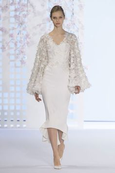 View all the catwalk photos of the Ralph & Russo haute couture spring 2016 showing at Paris fashion week. Couture Fashion, Runway Fashion, Fashion Show, Fashion Design, Gala Dresses, Evening Dresses, Ralph & Russo, Couture Collection, White Fashion