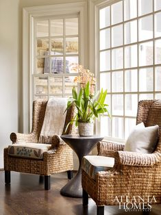 Fantastic Home Sitting Area Design Ideas For Your Relaxing Place 02 Kitchen Sitting Areas, Small Sitting Rooms, Kitchen Seating, Living Room Decor Traditional, Cheap Home Decor, Home And Living, Cottage Living, Cottage Chic, Cottage Style